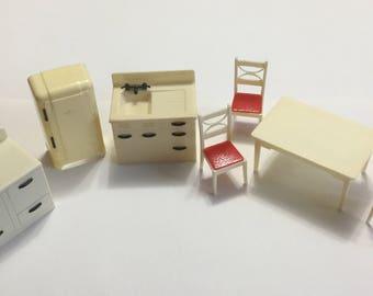 Renwal Kitchen Doll House Furniture
