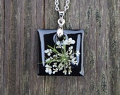 Real Flower Necklace / Black Queen Anne's Lace Necklace / Real Flower Resin Jewelry / Queen Anne's Lace Pendant / Pressed Flower Jewelry