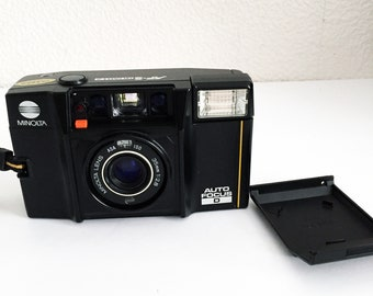 Minolta AF-S Auto Focus D Camera with Case 35mm Film Point and Shoot Camera with Case Auto Focus 35mm Lens