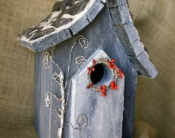 Unique Hobbit style Birdhouse, Shale imbedded on mortar roof. Easy clean out and outdoor protectant.