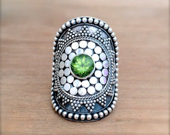 Mandala Peridot and Sterling Silver Ring, Mandala Ring, Peridot Ring, Gypsy Ring, Green Stone, Peridot Jewelry, Mermaid Jewelry, Boho Ring