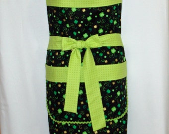 St. Patricks Day Apron, Plus Size Adult, St. Patty Green Shamrocks, Customize With Name, No Shipping Fee, Ready To Ship TODAY AGFT 998