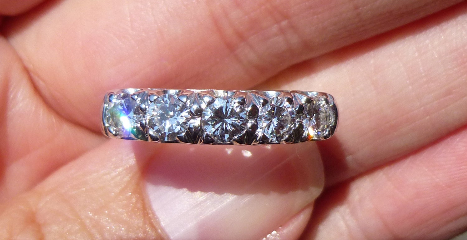 WOW Factor...Ring with Round Brilliant cut Diamond Band