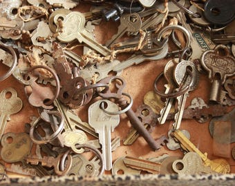 135 Salvaged keys, Rusty Keys, Vintage Keys, Flat keys, Steampunk keys, altered art, key lot as is