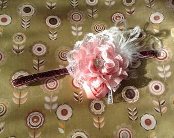 Leichte rosa und weiße Mädchen Stirnband mit Federn und Spitzen