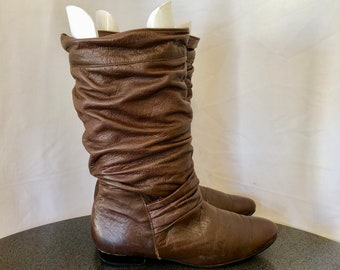 Sz 9.5 M Vintage Mid Calf Brown Genuine Leather 1980s Women Flat Pull On Slouch Boots.