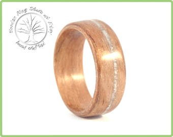 Walnut with white seashell inlay. Wooden wedding band, tree ring, walnut ring, seashell ring. Engagement ring, wedding ring.
