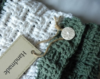 Neckwarmer Green and White Crochet Scarf
