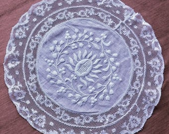 Vintage doily Lopez valenciennes lace, embroidery on Lenon and entirely hand made