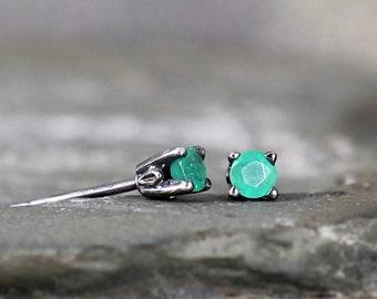 Emerald Earrings - Sterling Silver Stud Earring - 3 mm Emerald - Rustic - May Birthstone - Green Gemstone Earrings - Jewelry Made in Canada