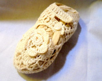 Crochet Baby Shoes Vintage  Booties Button Closures Crib Shoes