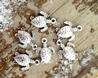 Wholesale - 18 Silver Plated Sea Turtle Charms or Pendants. Charm bangles, earring charms