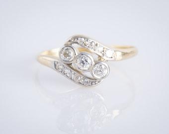 Antique Edwardian 18ct Three Diamond Crossover Ring.