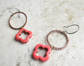 Izmit - Red Howlite Brass Hoop Earrings