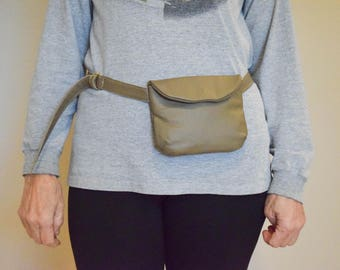Leather waist bag. Fanny pack. Travel bag. Hip bag.