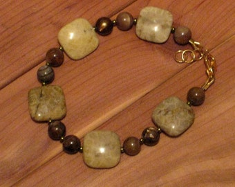 Fossilized Coral & Shell Bracelet (B1056)