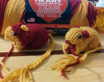 Knitted Gerbil -  Wine and Gold
