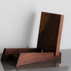 "Modern Vinyl LP Record Storage Display Holder in Walnut Holds 50 Albums of 12"" or 7"" Records"