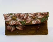 Dogwood Small Wallet Clut...