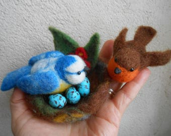 Lot birds and nest in felted wool.