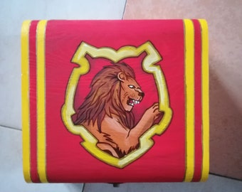 """Treasure Chest/Jewellery door/Beauty Case in hand painted wood with """"Gryffindor"""" themed acrylics"""