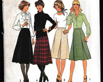 Simplicity 7625 Misses Inverted Pleated Skirt in Two Lengths