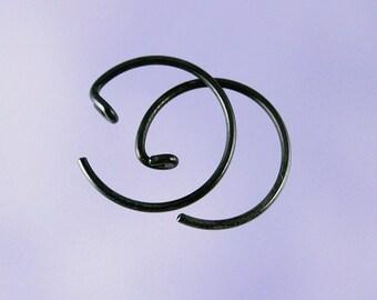 Black KISS5: Small black niobium pseudo-sleeper earrings