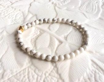Natural White and Grey Howlite Stone Round Beaded Stretch Elastic Bracelet