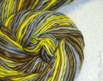 Affe - handgesponnenes - Art Yarn - 145 Yards - dick und dünn zu sperrig - stricken - häkeln - weben - Puppenhaar - Faser Kunst, etc..
