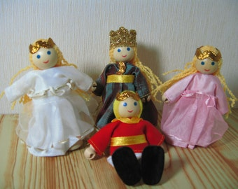Wooden Dolls House Miniature Royal Family of 4