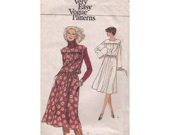 Very Easy 1970s Pullover Blouson Dress Vintage Vogue 9870 Sewing Pattern Loose Fitting Above Bust Gathered Seam Size 8 Bust 31.5