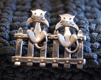 Beau Two Kitty Cats on a Fence Brooch in Vintage Sterling #BKB-KBRCH224