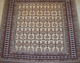 Vintage rug, Ivory Ground Wool carpet, Tribal Village rug - 6'10 x 7'10 - Free shipping!