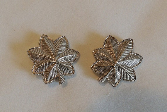 2 Vintage US Army Lt. Colonel Pins Rank Oak leave Insignia.  Silver Filled Leaf