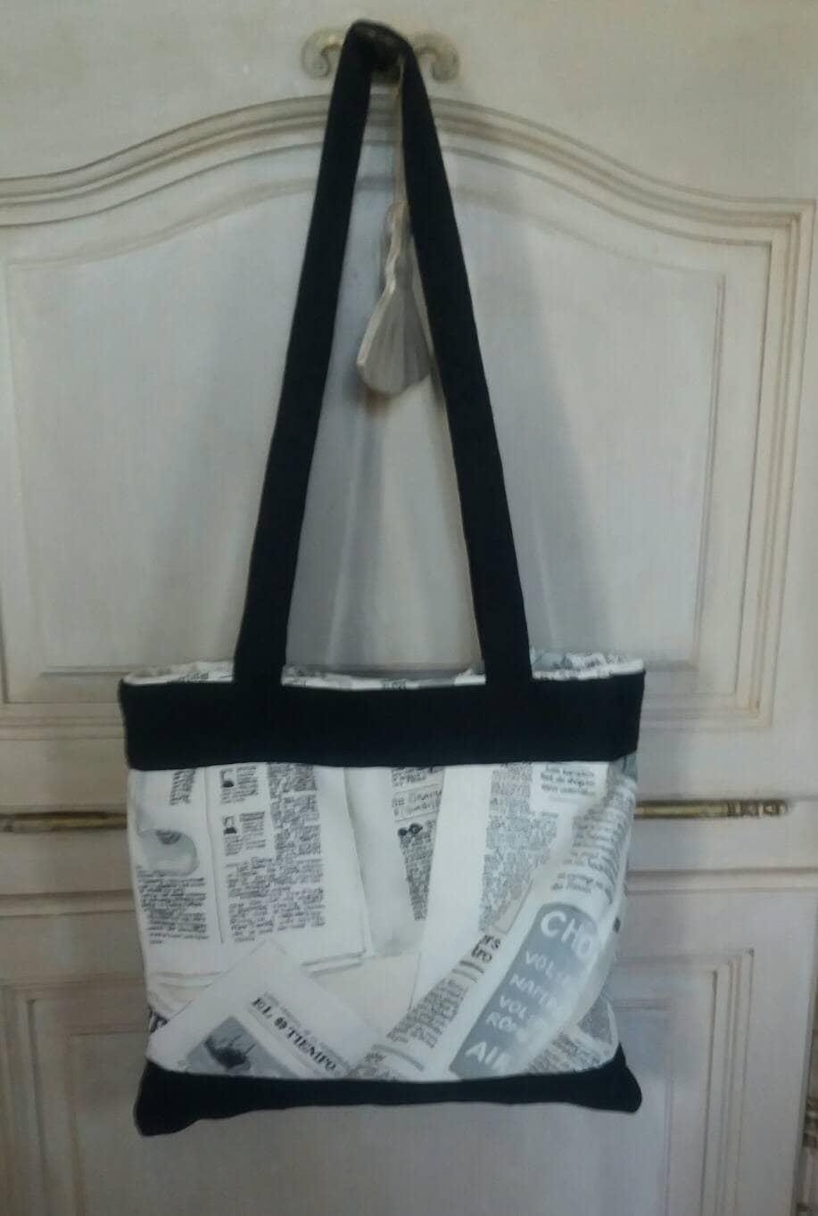sac tote bag impression journal noir et blanc. Black Bedroom Furniture Sets. Home Design Ideas