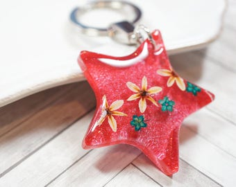 Real flower Star shaped clear resin keychain/ key holder/ charm - red, white, green, holiday, christmas gift