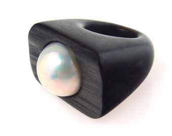 Vintage Monies Wood and Mabe Pearl Sculptural Ring Size 5.75 ca 1980s