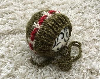 Christmas newborn size knit round back bonnet, photo prop,coming home,gift,crochet,knit,hat,bonnet