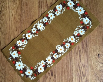 Printed table runner design by Buhler with white and pink flowers on brown bottom color in chick linen / burlap from Sweden.