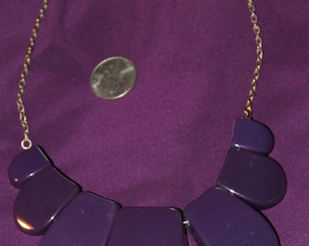 Chunky purple plastic necklace, vintage 1980's