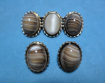 Vintage Art Glass Brown/Beige Gold Tone Pin/Brooch With Matching Earrings Clip Ons Non Pierced 1960s to 1970s Set