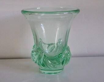 Vase Daum  en cristal vert style Art Nouveau