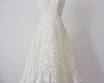 GOREGOUS 1950s Petite LACE Strapless Wedding Gown, Extra Small