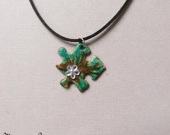 pendant necklace puzzle, Brown and green rhinestone flower on suede cord black 42 cm, unique, handmade jewelry, upcycling, made in France