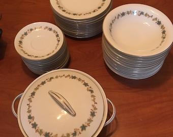 Noritake 6444 goldvive China dinnerware set