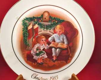 Vintage Avon Collectible Christmas Plate, Enjoying the Night Before Christmas, 22k Gold Trim, 1983 Avon Christmas Memories Third Edition