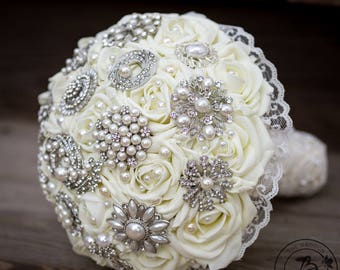 Vintage brooch bouquet, romantic wedding bouquet, broach bouquet, ivory rose bouquet with silver brooches and lace, pearl bridal bouquet