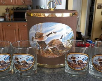 Vintage CANADIAN GEESE Ice Bucket/4 Drinking Glasses/Box NEW Monterey Collection