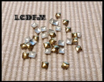 * ¤ Set of 100 rhinestones / studs square goldtone 3x3mm ¤ * #SS4