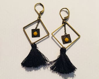 Single earring with square and tassels